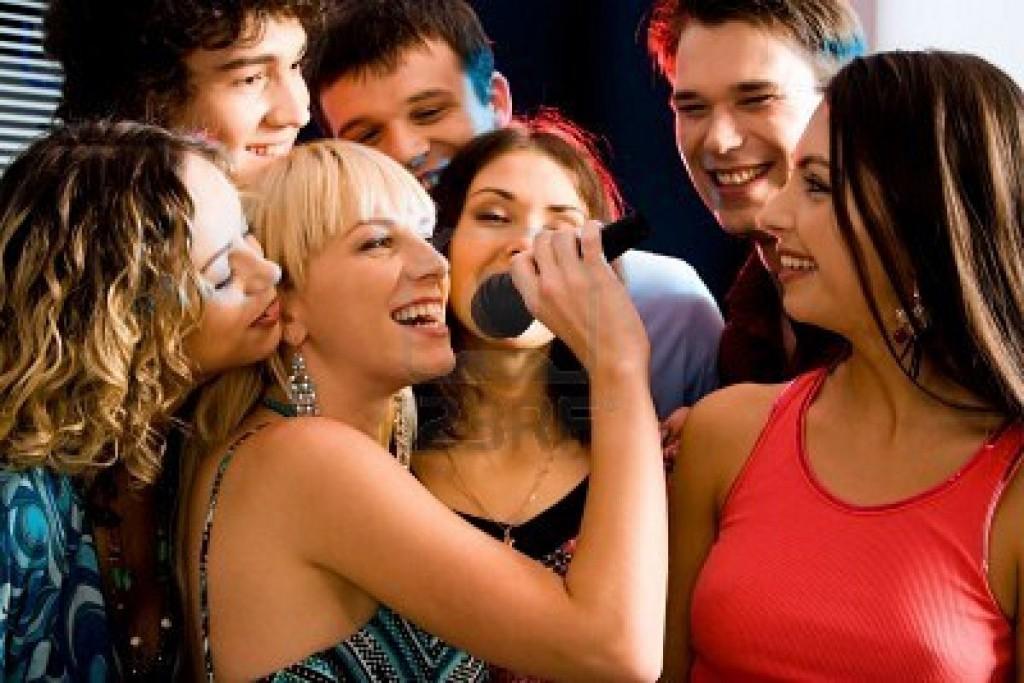Post image for Vì sao bạn nên sắm dàn karaoke gia đình