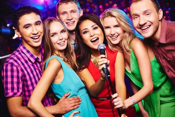 nhin-lai-karaoke-gia-dinh-xua-va-nay
